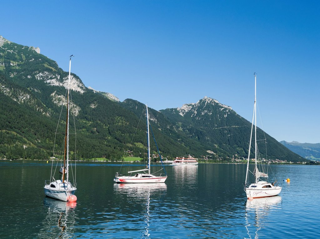 Lake Achensee in Tyrol, Austria  Sailing boats in the harbour of Pertisau  This mountain lake seperates the Karwendel mountain ranges from the Brandenberger Alps with the Rofan mountains next to the lake  Europe, Central Europe, Austria, Tyrol, August : Stock Photo