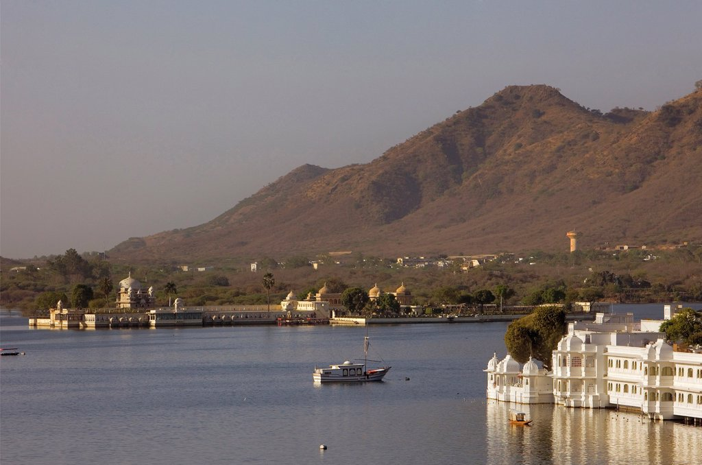 Stock Photo: 1566-1157623 Jag Mandir Palace and Lake Palace Hotel, Lake Pichola,Udaipur, Rajasthan, india