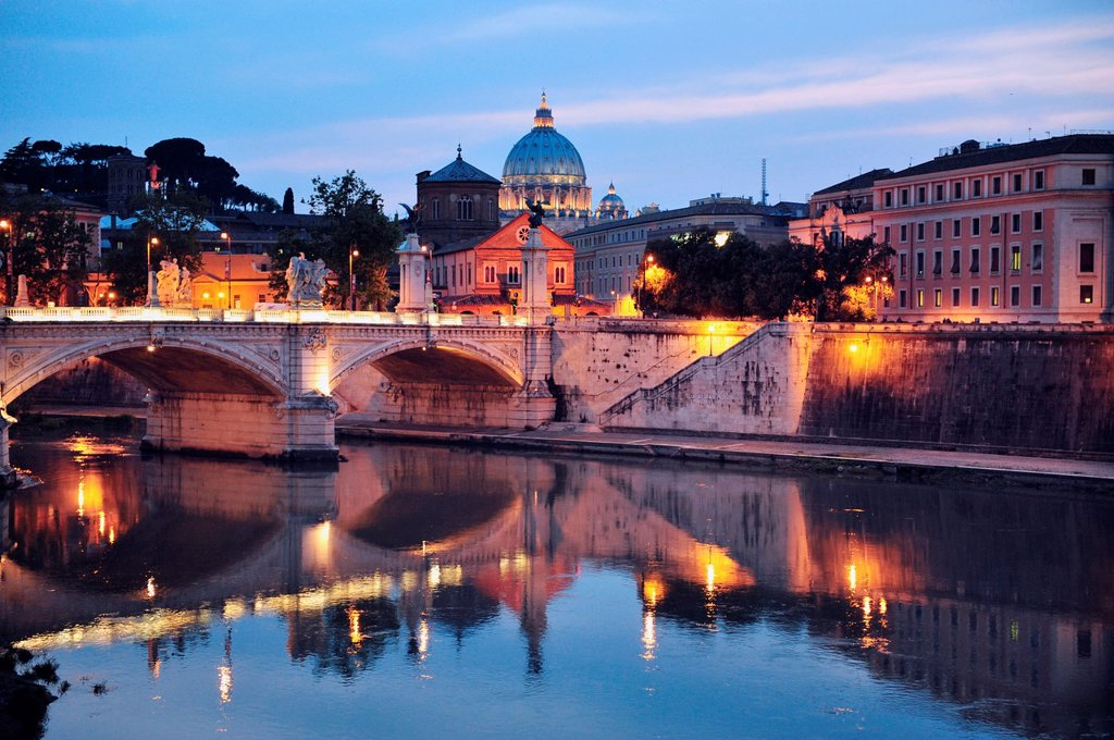 Sant´ Angelo Bridge and Basilica of St  Peter at night with the Vatican in the background in Rome, Italy : Stock Photo