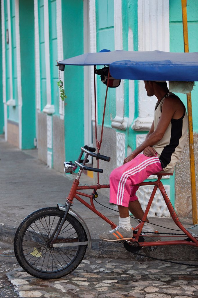 Cuba, Sancti Spiritus Province, Trinidad, pedal taxi : Stock Photo