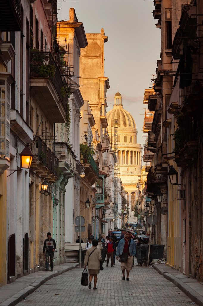 Stock Photo: 1566-1164871 Cuba, Havana, Havana Vieja, Old Havana buildings, dawn