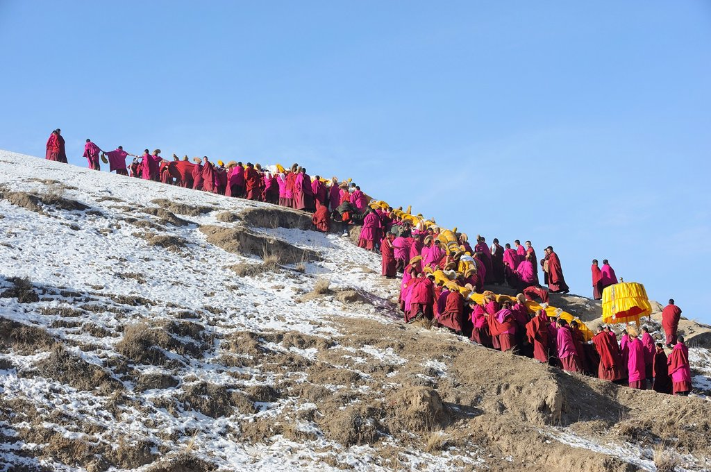 China, Gansu, Amdo, Xiahe, Monastery of Labrang Labuleng Si, Losar New Year festival, Giant Thangka bearers climbing uphill : Stock Photo