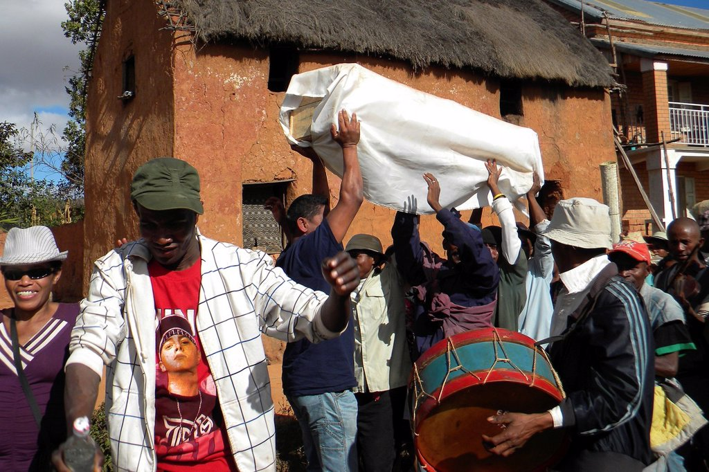 Stock Photo: 1566-1168191 Madagascar, Antananarivo, Famadihama funeral cerimony