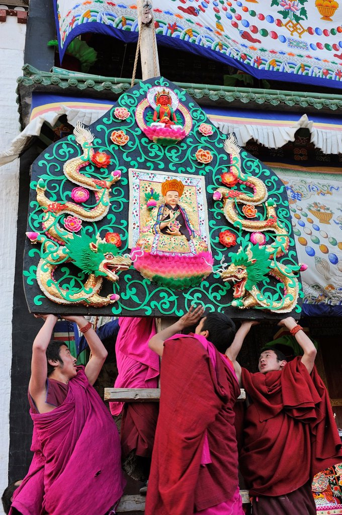 Stock Photo: 1566-1168440 China, Gansu, Amdo, Xiahe, Monastery of Labrang Labuleng Si, Losar New Year festival, Monks lifting skilfully carved yak butter sculptures