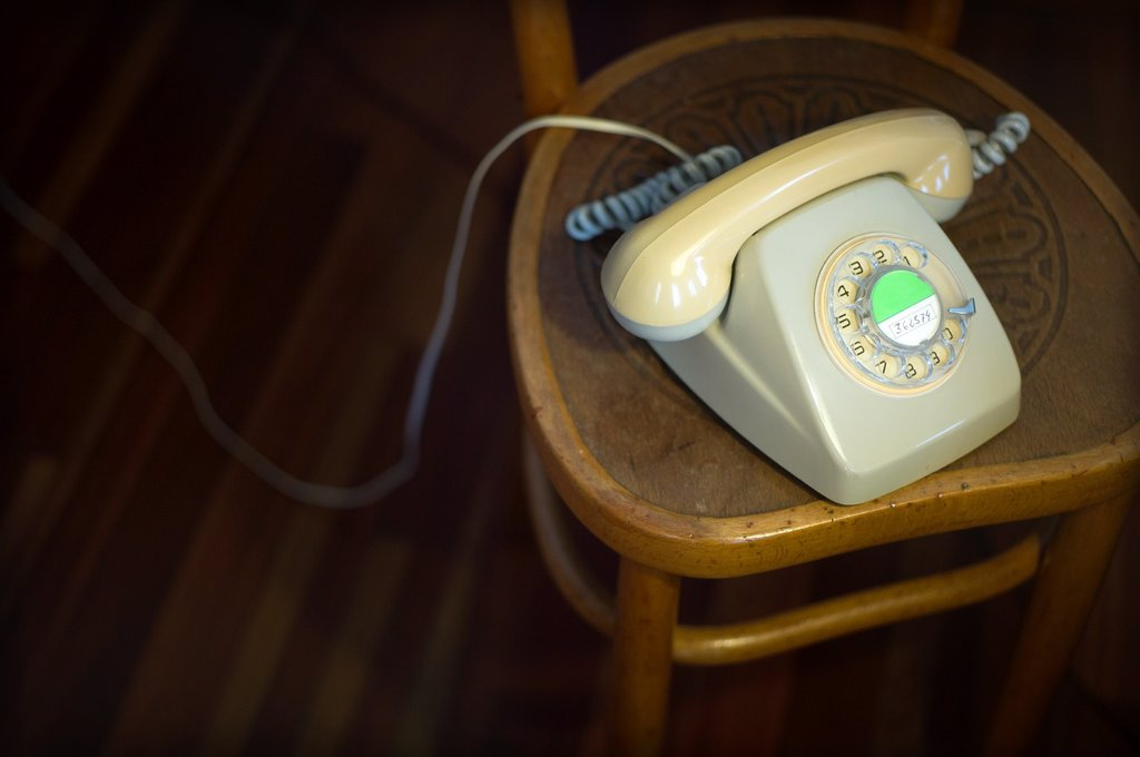Stock Photo: 1566-1171571 Telefono vintage encima de una silla, Vintage Phone on a chair,