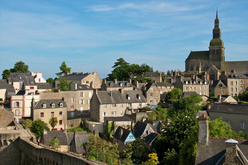 Old town houses and gardens, city walls, and St Sauveur Basilica, Dinan, Cotes d´Armor 22, Brittany, France : Stock Photo