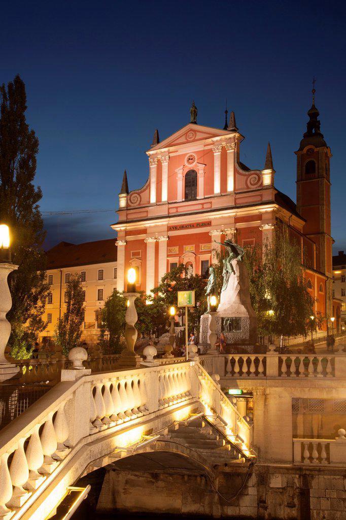Stock Photo: 1566-1172550 Slovenia  Ljubljana  The Church of Annunciation and the Triple Bridge, over Ljubljanica River.