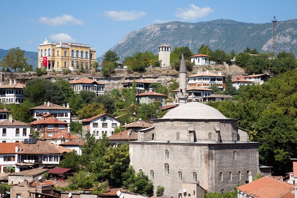 Stock Photo: 1566-1172604 asia, turkey, central anatolia, ancient town of safranbolu, view with koprulu mehmet camii and old government building now city history museum