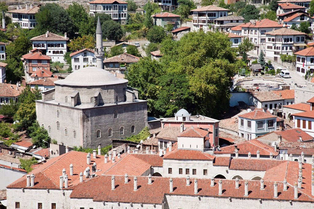 Stock Photo: 1566-1172610 asia, turkey, central anatolia, ancient town of safranbolu, view with koprulu mehmet camii and the caravansary cinci hani