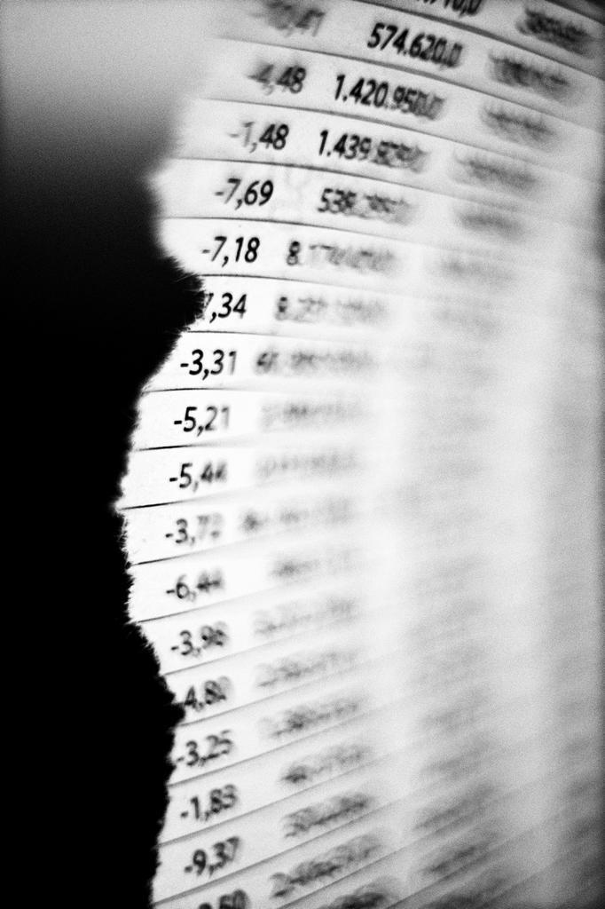 Stock Photo: 1566-1173140 tanto por ciento, inversión, hoja de valores bancarios, la bolsa, interest rates, investment, stock market, banking stocks, stock exange,