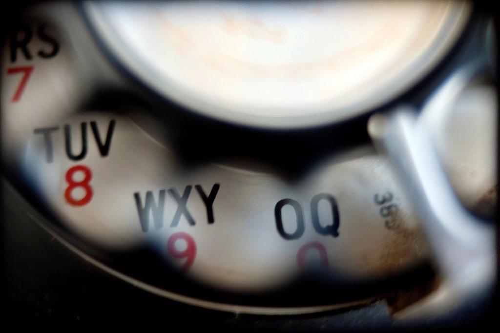 Stock Photo: 1566-1174750 primer plano de dial de telefono vintage, closeup of vintage telephone dial,