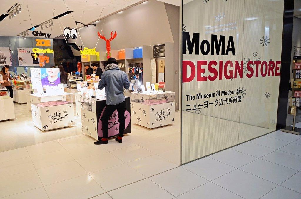 Stock Photo: 1566-1175422 Shopping in Omotesando, Tokyo