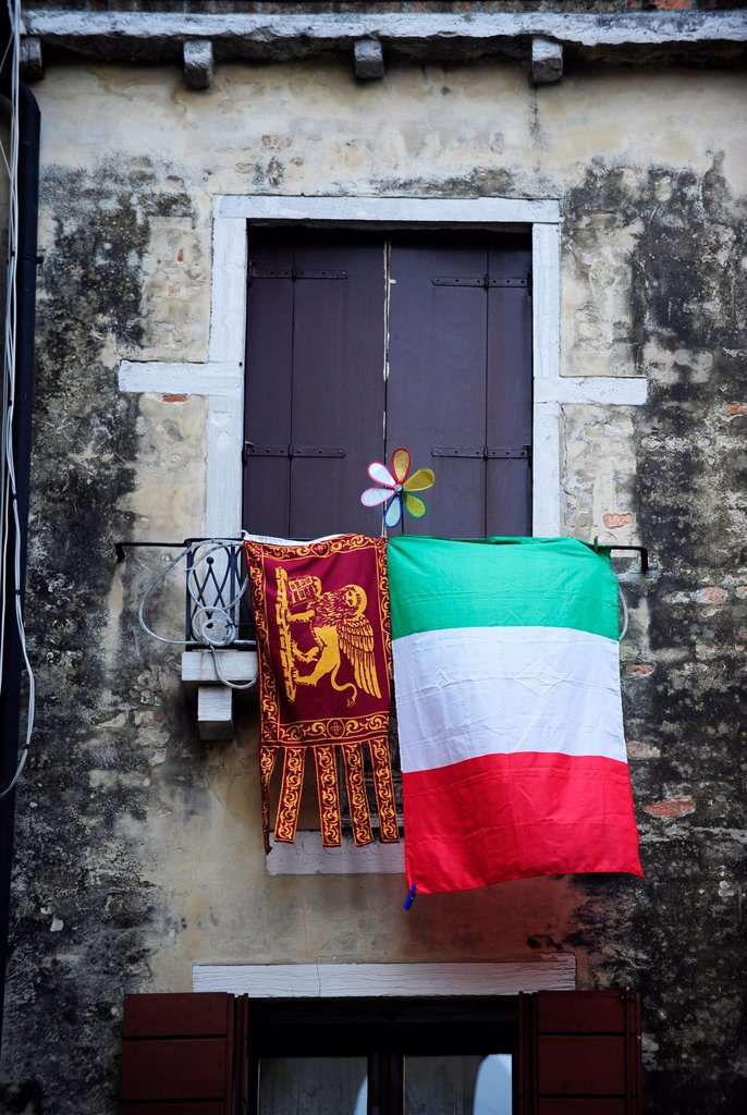 Stock Photo: 1566-1176254 Italian and pro-Venetian independence flags at window in Venice,Italy,Europe