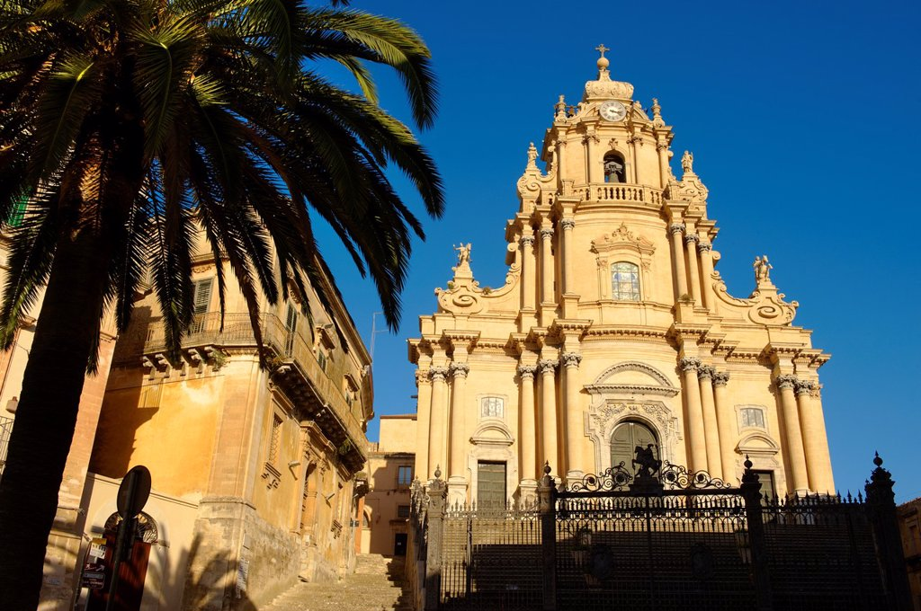 Stock Photo: 1566-1176374 Baroque cathedral of St George designed by Rosario Gagliardi , Plaza Duomo, Ragusa Ibla, Sicily