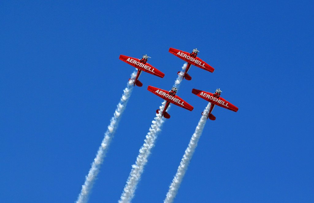 The planes of the Aeroshell demonstration team leave trails of white smoke at the Dayton Airshow : Stock Photo