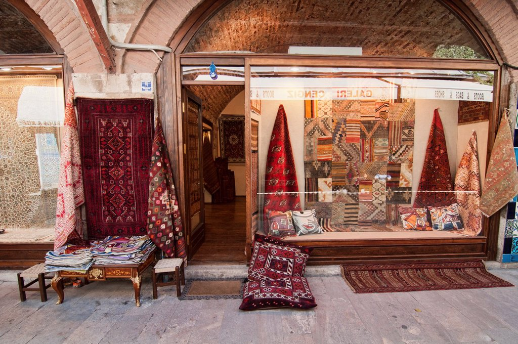 Stock Photo: 1566-1176815 carpet seller in Istanbul, Turkey