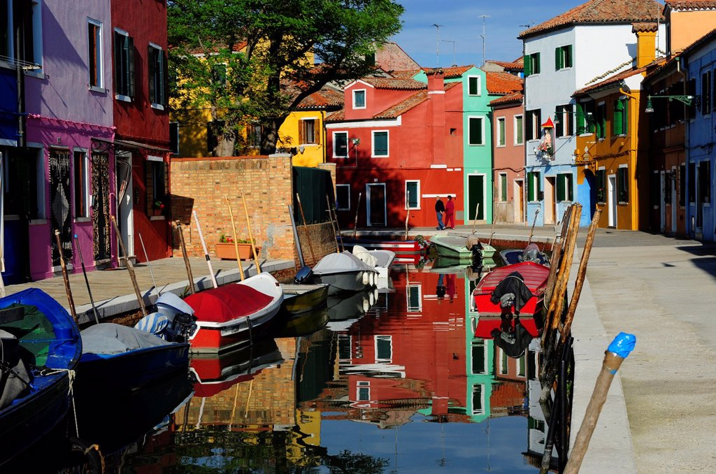Stock Photo: 1566-1177275 Colorful houses beside Burano´s Grand Canal in the island of Burano near Venice,Italy,Europe
