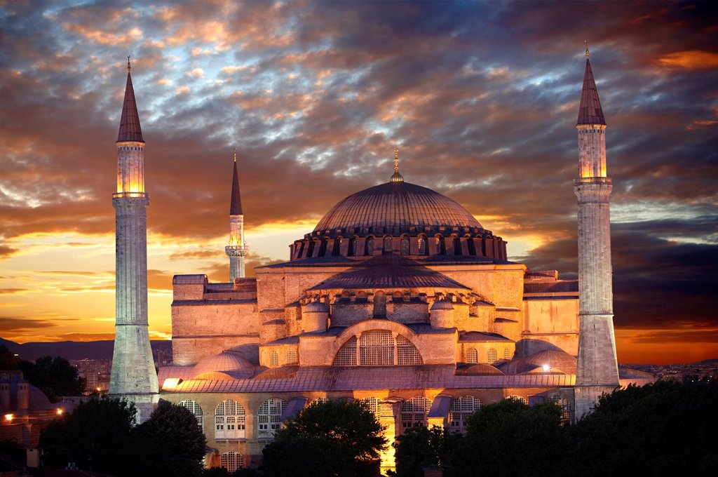 The exterior of the 6th century Byzantine Eastern Roman Hagia Sophia  Ayasofya  at sunset, built by Emperor Justinian  The size of the dome was un-surpassed until the 16th century, Istanbul, Turkey : Stock Photo
