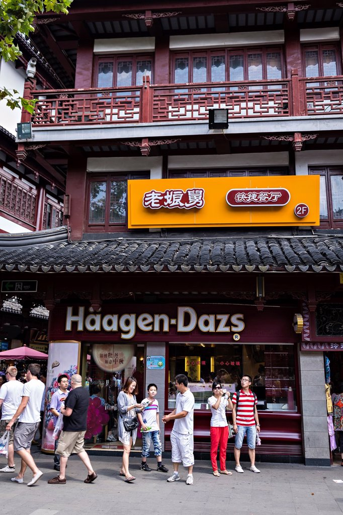 Stock Photo: 1566-1178136 A Haagen-Dazs ice cream shop in Yu Gardens bazaar Shanghai, China