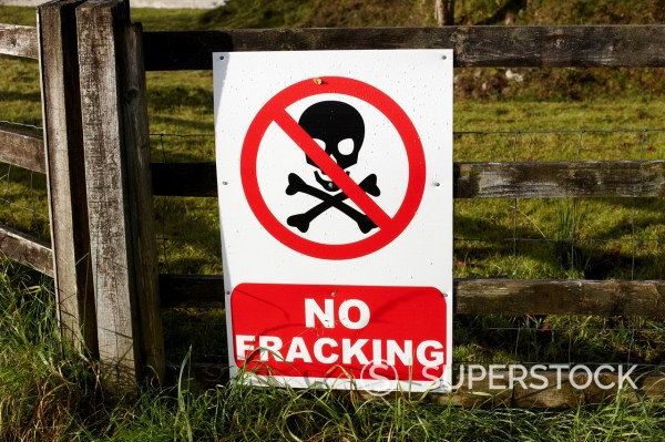 Stock Photo: 1566-1180008 no fracking protest posters on a farmers field county fermanagh northern ireland uk