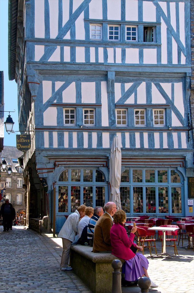 Medieval half timbered houses i, old town, Dinan, Cotes d´Armor 22, Brittany, France : Stock Photo