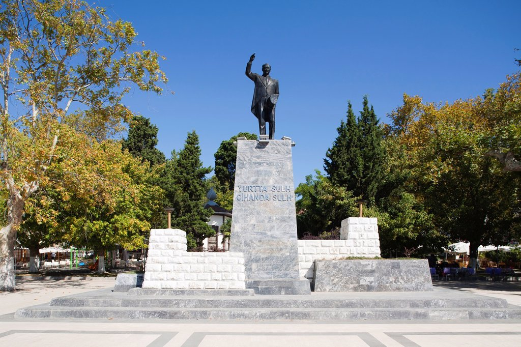 Stock Photo: 1566-1180832 monument to ataturk, sinop, black sea, turkey, asia