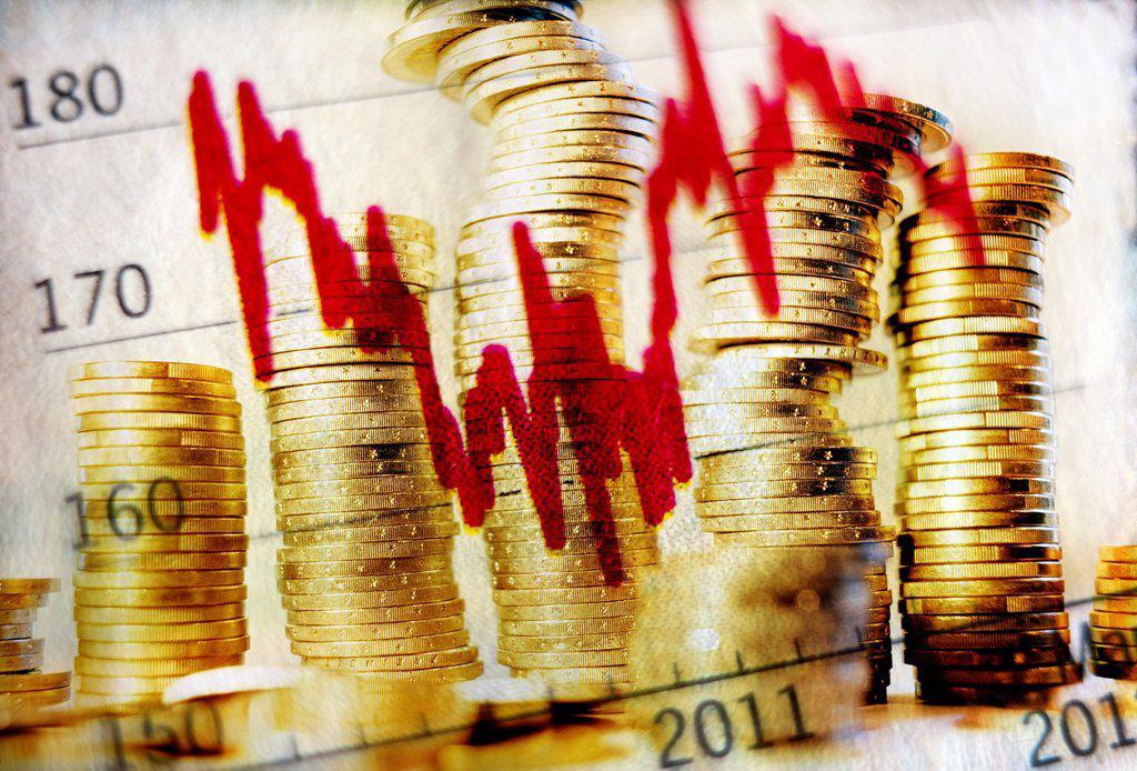Stock Photo: 1566-1182633 grafico economico y numeros sobre montañas de monedas, economic graphic and numbers on mountains of coins