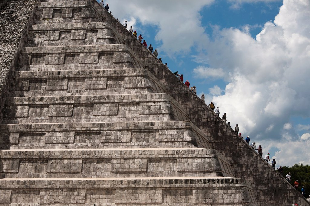 The Kukulkán Pyramid at Archeological site Chichén Itzá, Yucatan Peninsula, Mexico : Stock Photo
