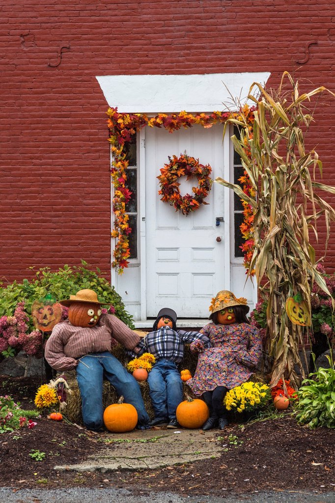 Stock Photo: 1566-1185173 Close up of a decorated door in autumn, Stowe, Vermont, USA