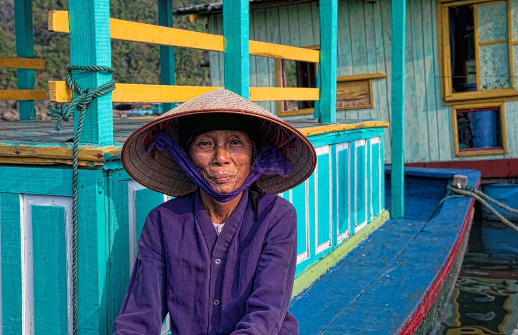 Picturesque scene old woman in purple in fishing village Halong Bay Ha Long relax Vietnam : Stock Photo