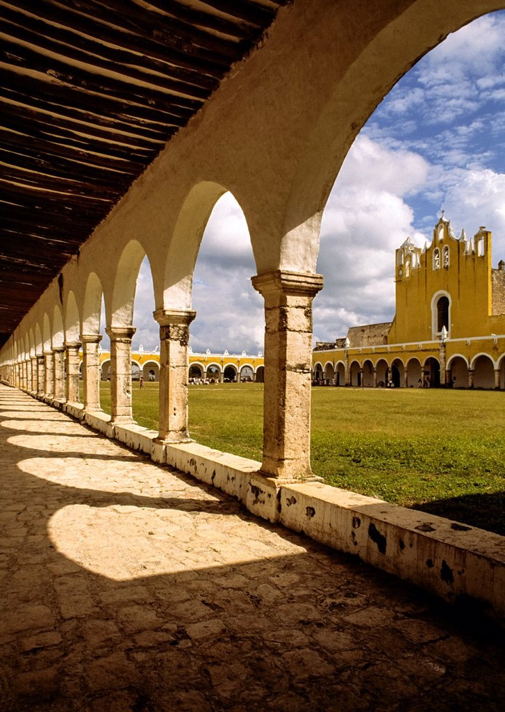 San Antonio de Padua convent was built between 1553 and 1561 on top of the remains of a major Mayan city  The Convent houses the patron saint of Izamal and of Yucatan, the miraculous Virgin of the Immaculate Conception, whose image was originally brought. San Antonio de Padua convent was built between 1553 and 1561 on top of the remains of a major Mayan city  The Convent houses the patron saint of Izamal and of Yucatan, the miraculous Virgin of the Immaculate Conception, whose image was original : Stock Photo