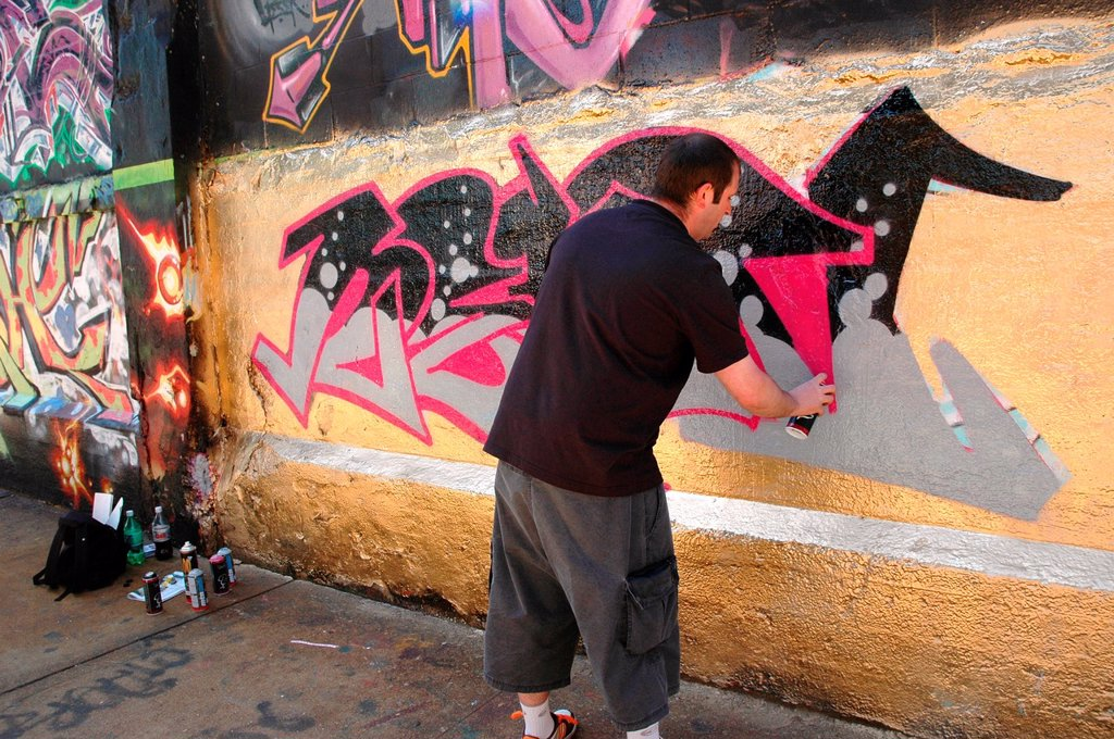 New York City, graffiti making at 5Pointz, Long Island City, Queens : Stock Photo