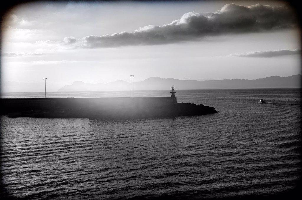 Faro del Puerto de Alcudia, Mallorca, Islas Baleares, España, paisaje marino, Lighthouse Puerto de Alcudia, Mallorca, Balearic Islands, Spain, Seascape, : Stock Photo