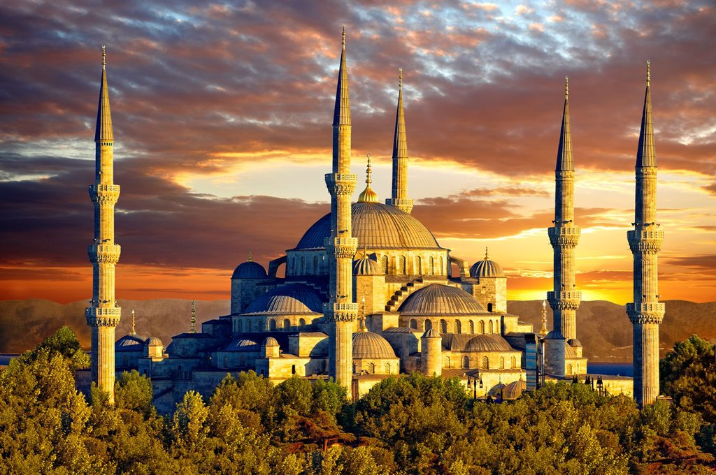 Sunset over the Sultan Ahmed Mosque Sultanahmet Camii or Blue Mosque, Istanbul, Turkey  Built from 1609 to 1616 during the rule of Ahmed I : Stock Photo