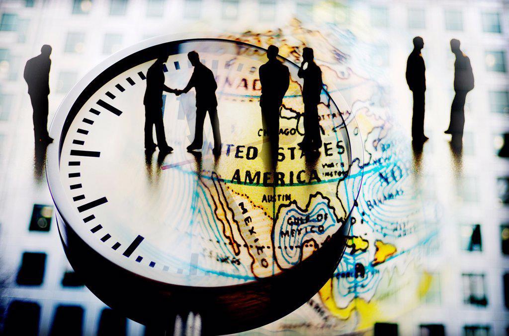 hombres de negocios cerrando acuerdo sobre un reloj y mapa mundi, composicion digital, businessmen closing agreement on a clock and world map, digital composition, : Stock Photo