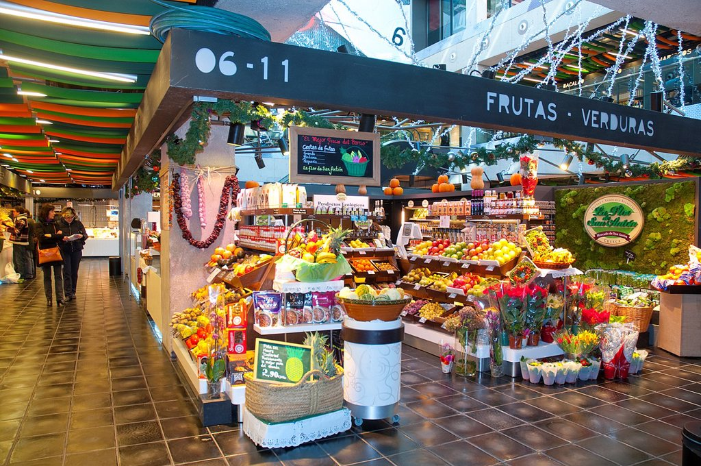 Stock Photo: 1566-1194273 Fruit shop. San Anton market, Madrid, Spain.