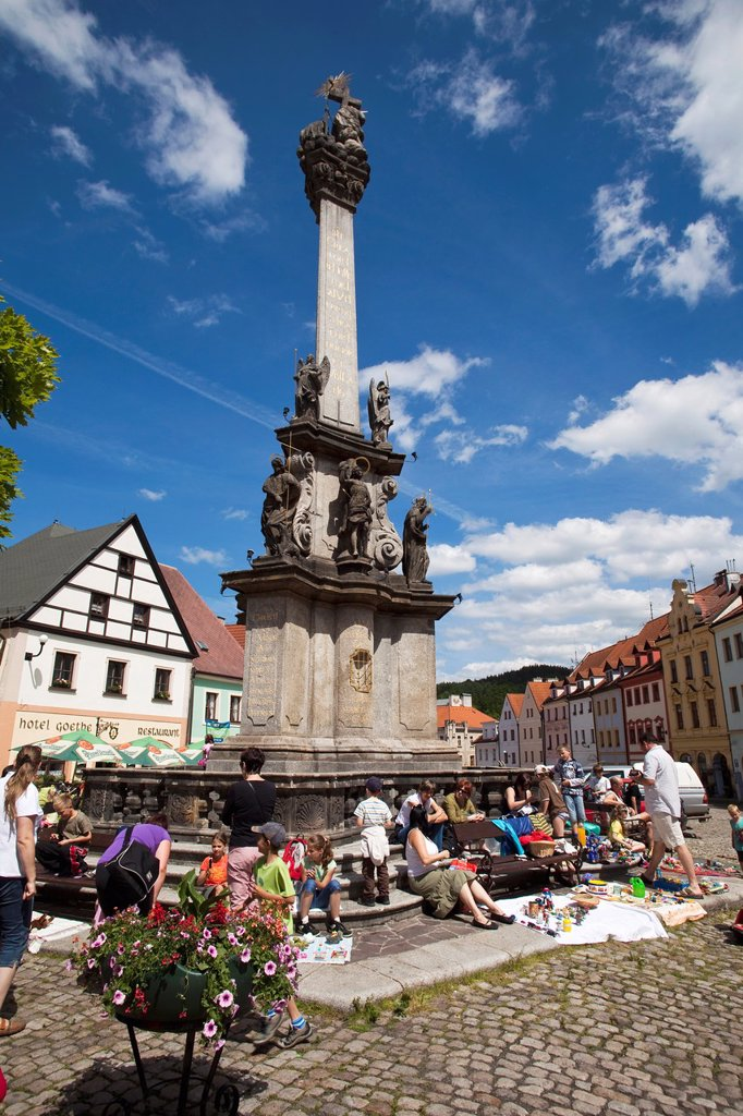 Stock Photo: 1566-1197796 Loket square with its column of the Holy Trinity  Children´ s market  Loket, Bohemia, Czech Republic, Europe