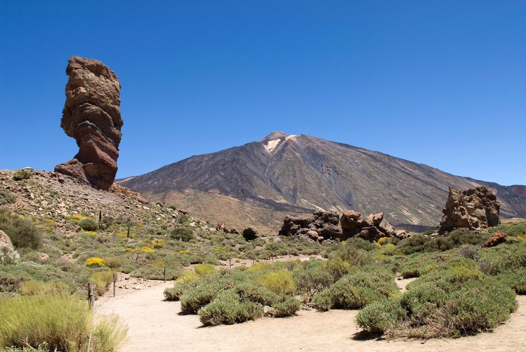 Stock Photo: 1566-1198488 Roque Cinchado, Roques de Garcia, Caldeira de las Canadas, Mount Teide, National Park, Tenerife, Canary Islands, Atlantic Ocean