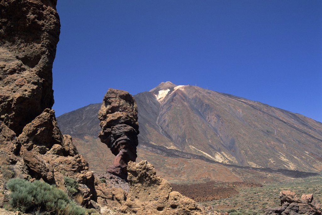 Stock Photo: 1566-1198506 Roque Cinchado, Roques de Garcia, Caldeira de las Canadas, Mount Teide, National Park, Tenerife, Canary Islands, Atlantic Ocean