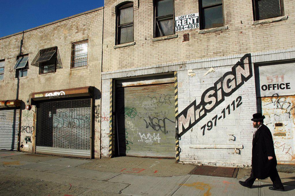 New York City, Hebrew man in Crown Heights Jewish neighborhood, Brooklyn : Stock Photo