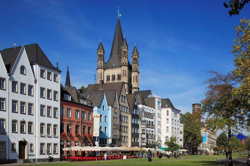 Stock Photo: 1566-1200949 D-Cologne, Rhine, Rhineland, North Rhine-Westphalia, NRW, old city, Martin quarter, row of houses, residential buildings, Rhine bank, Romanesque Great St Martin church, catholic church, basilica