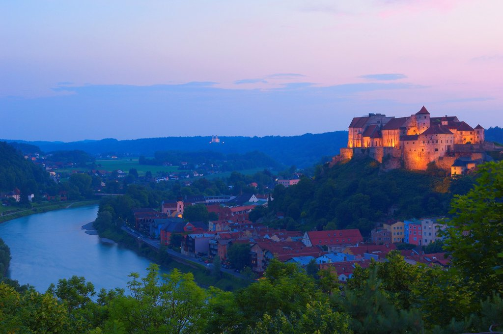 Burghausen, Castle, Altötting district, Upper Bavaria, Bavaria, Germany view from Austria over Salzach River : Stock Photo