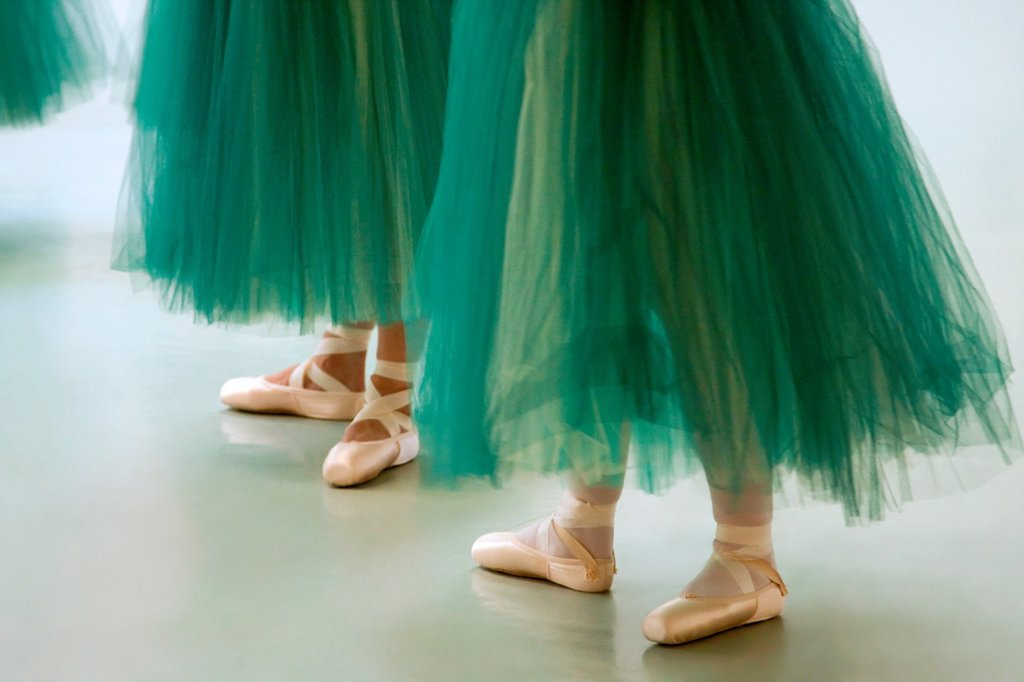 Performing ballerinas in green tutus : Stock Photo