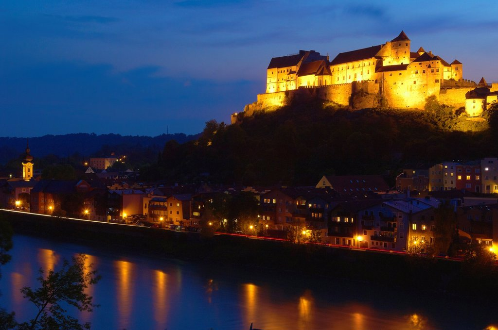 Stock Photo: 1566-1202439 Burghausen, Castle, Altötting district, Upper Bavaria, Bavaria, Germany view from Austria over Salzach River