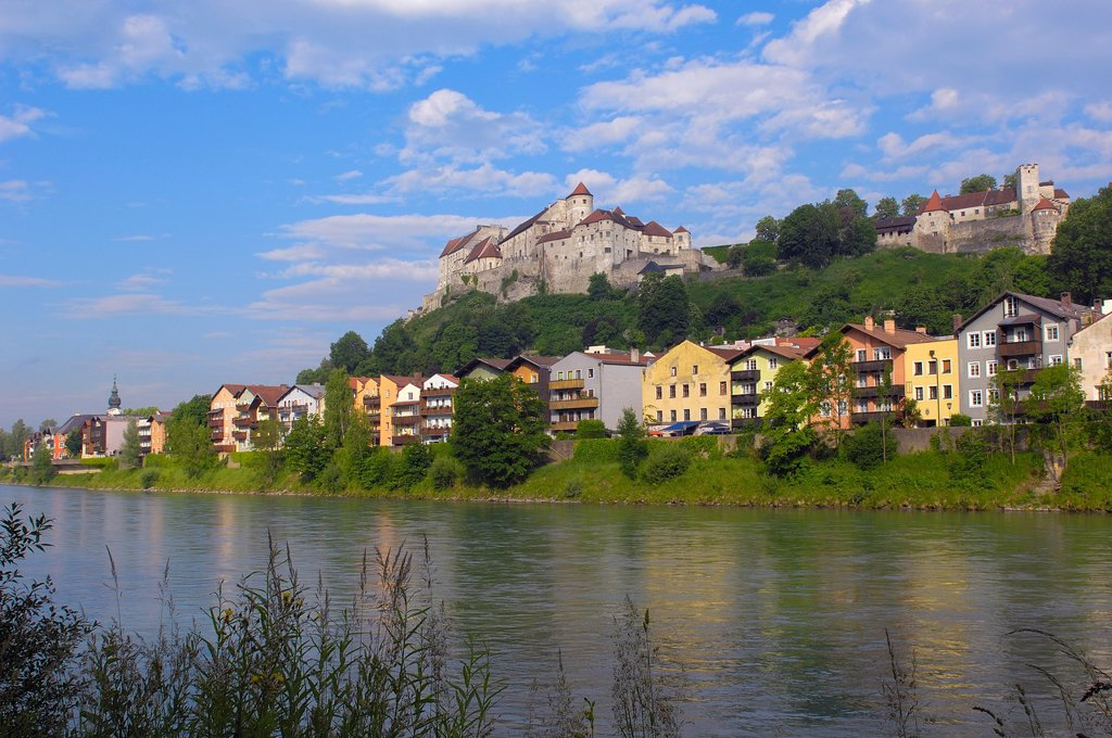 Stock Photo: 1566-1203032 Burghausen, Castle, Altötting district, Upper Bavaria, Bavaria, Germany view from Austria over Salzach River