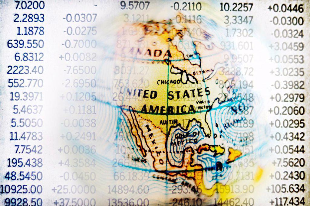 Stock Photo: 1566-1203585 mapa de estados unidos con hoja de mercado de valores, composicion digital, U S  map with stock market information, digital composition,