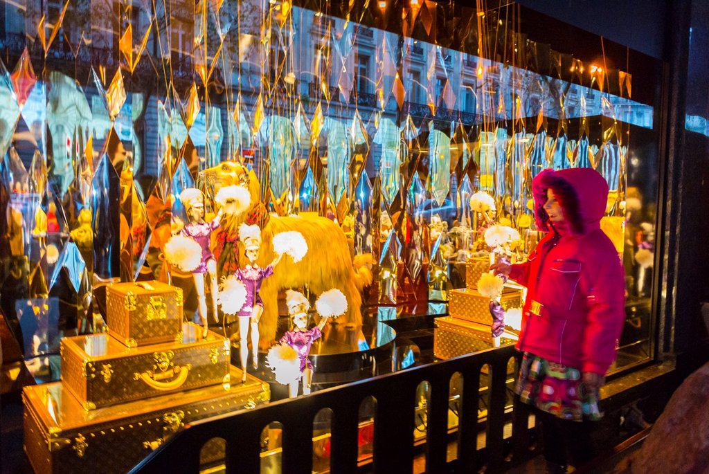 Stock Photo: 1566-1204325 ´Galeries Lafayette´, beautiful, business, capital, cities, city, commercial, decoration, facade, festive, french, garland, holiday, illuminated, light, night, outdoor, shop, street, travel, winter, x-mas ´Louis Vuitton´ Shop ´consumer products´ Child Da