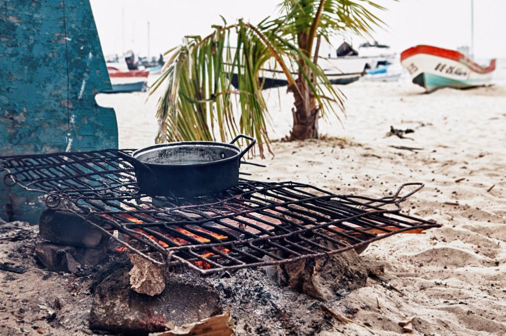 Stock Photo: 1566-1205561 Cook fire on beach, Isla Mujeres, Yucatan Peninsula, Quintana Roo, Mexico