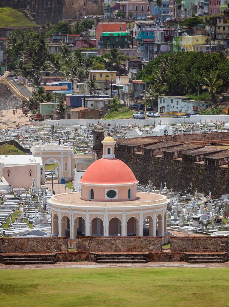 Cementerio de Santa Maria Magdalena de Pazzis, a cemetery in old San Juan, La Perla district in background, Puerto Rico : Stock Photo