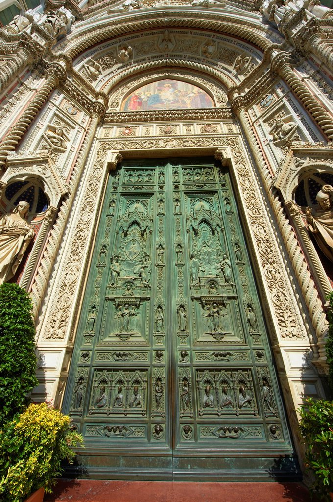 Central doors of the the Gothic-Renaissance Duomo of Florence, Basilica of Saint Mary of the Flower, Firenza  Basilica di Santa Maria del Fiore   Built between 1293 & 1436  Italy : Stock Photo